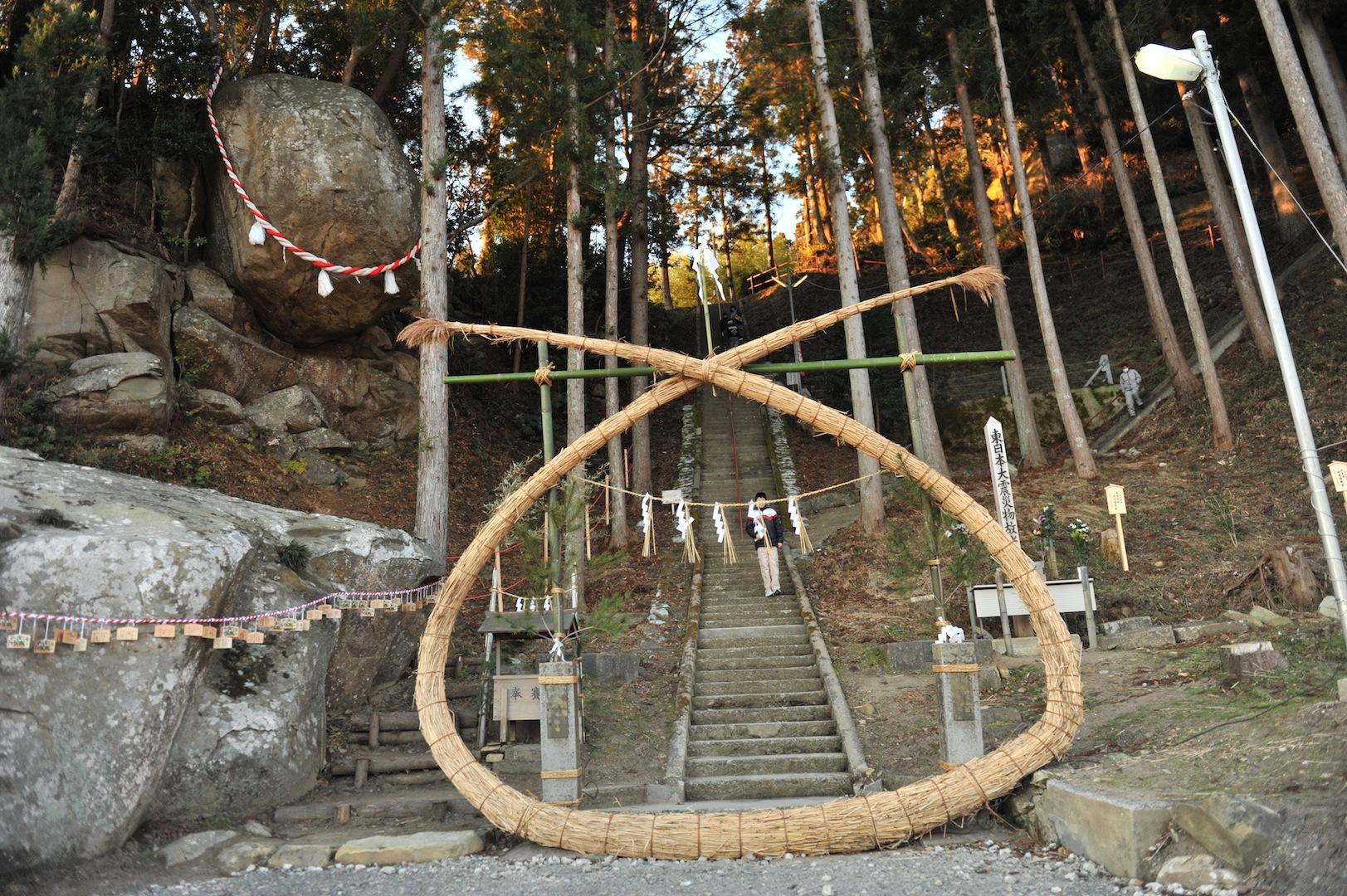 釣石(つりいし)神社