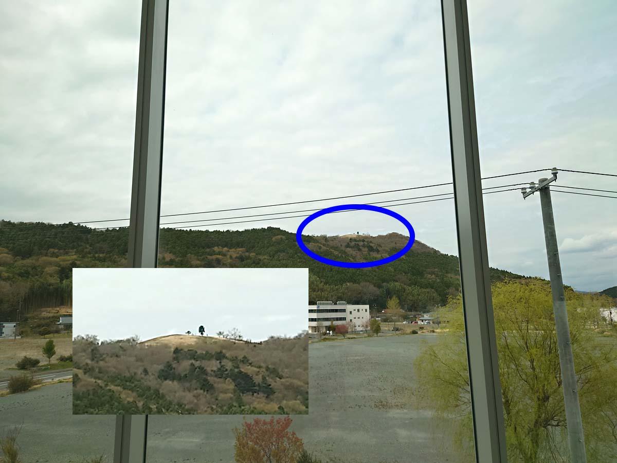 まきあーとテラスの中から見えるトヤケ森山