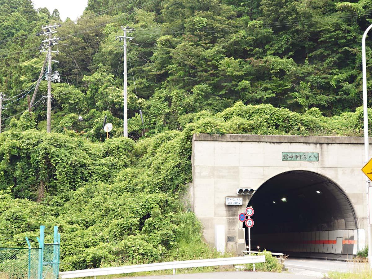 牧山トンネルから見える謎の道